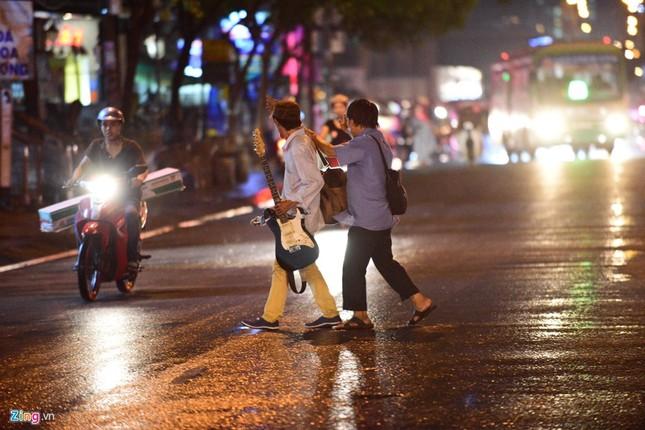 Kẹt xe hàng giờ không nhúc nhích ở Sài Gòn - ảnh 8