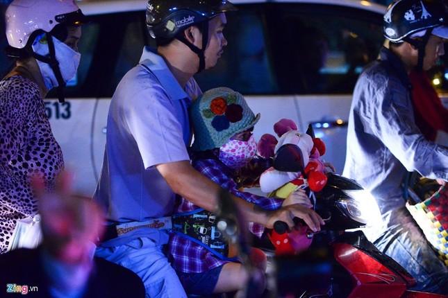 Kẹt xe hàng giờ không nhúc nhích ở Sài Gòn - ảnh 3