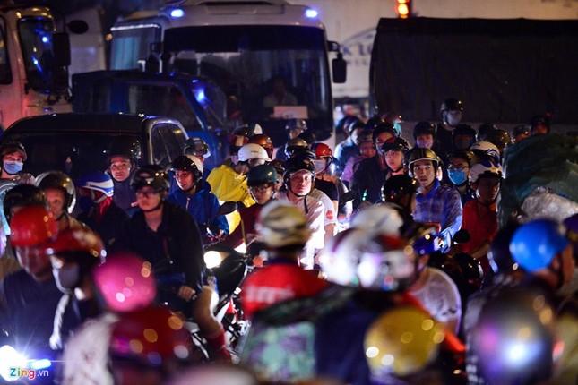 Kẹt xe hàng giờ không nhúc nhích ở Sài Gòn - ảnh 5