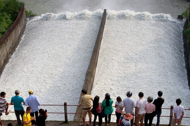 Hà Tĩnh xả tràn hồ Kẻ Gỗ, sẵn sàng sơ tán 2.000 dân - ảnh 6