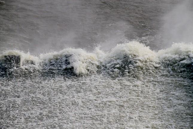 Hà Tĩnh xả tràn hồ Kẻ Gỗ, sẵn sàng sơ tán 2.000 dân - ảnh 7