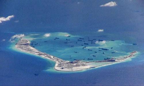 Duterte có thể không quyết liệt về Biển Đông khi tới Trung Quốc - ảnh 1