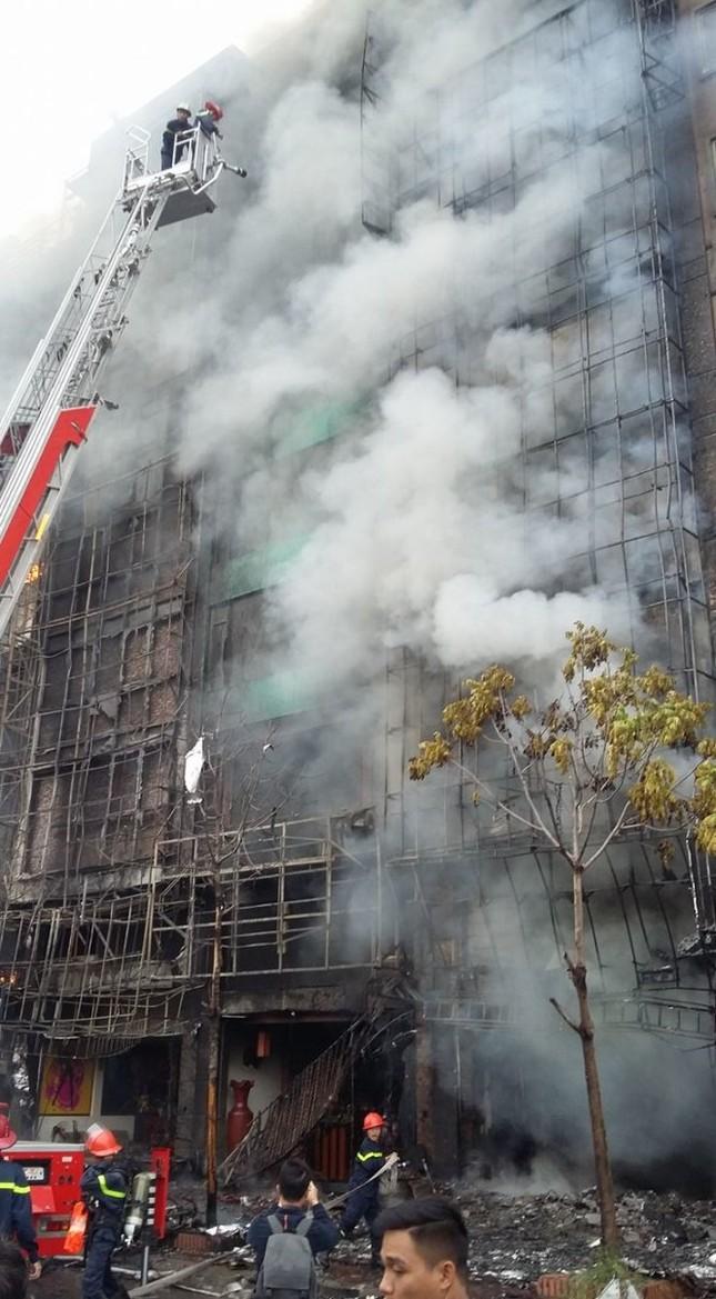 Thủ tướng chỉ đạo khẩn trương tìm kiếm người trong đám cháy - ảnh 19