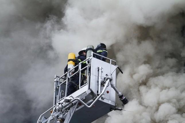 Thủ tướng chỉ đạo khẩn trương tìm kiếm người trong đám cháy - ảnh 20