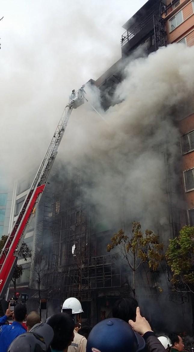 Thủ tướng chỉ đạo khẩn trương tìm kiếm người trong đám cháy - ảnh 17