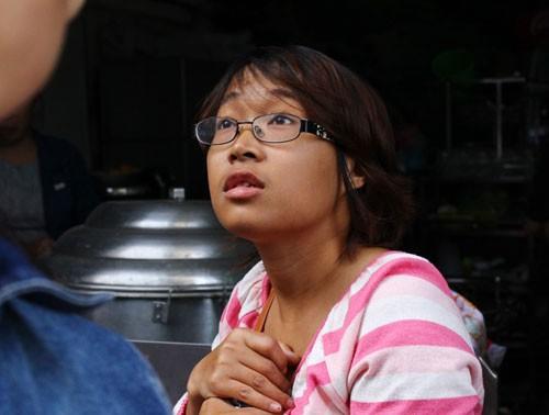 Bà khóc tìm cháu nghi mắc kẹt trong đám cháy quán karaoke - ảnh 2