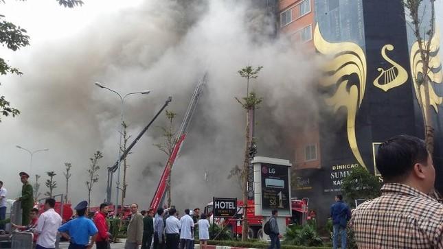 Thủ tướng chỉ đạo khẩn trương tìm kiếm người trong đám cháy - ảnh 10