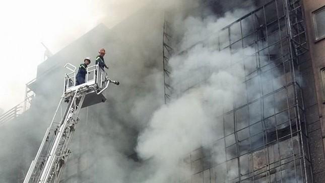 Thủ tướng chỉ đạo khẩn trương tìm kiếm người trong đám cháy - ảnh 18