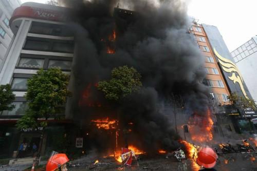 Đa số nạn nhân vụ cháy quán karaoke học cùng lớp - ảnh 1