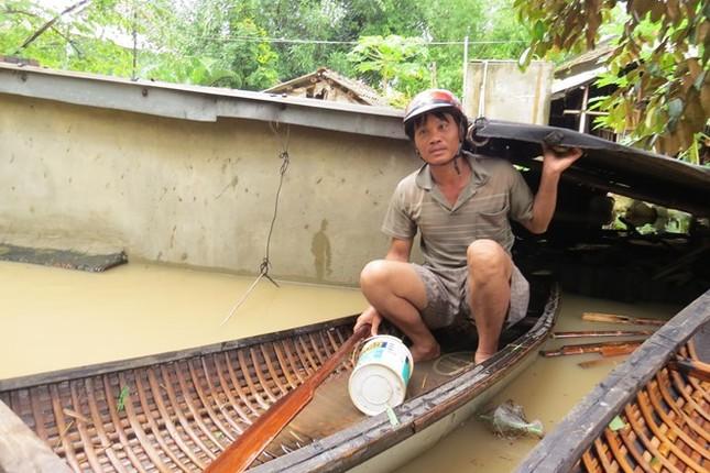 Lũ ngập xe khách ở Phú Yên - ảnh 1