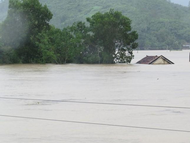 Lũ ngập xe khách ở Phú Yên - ảnh 3