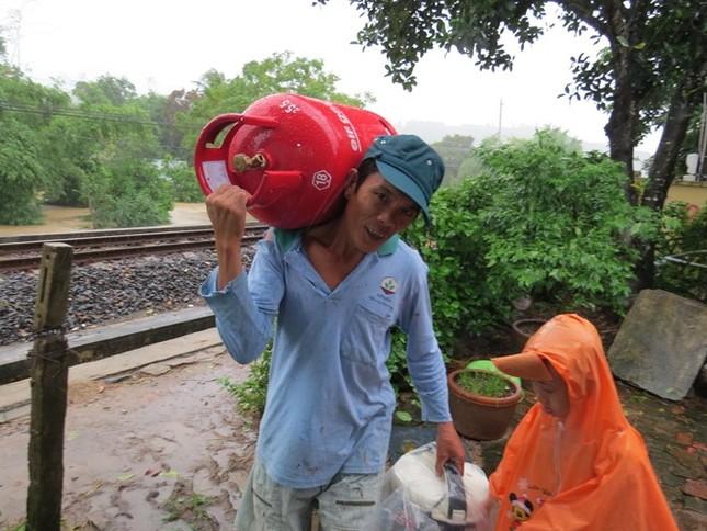 Lũ ngập xe khách ở Phú Yên - ảnh 4