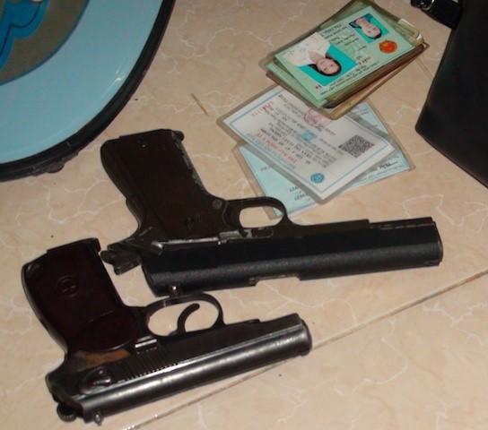 Cô gái cùng người tình cất 2 khẩu súng trong phòng trọ - ảnh 1