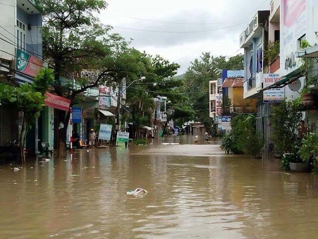 Lũ ngập xe khách ở Phú Yên - ảnh 9