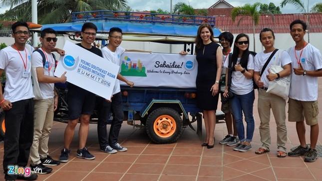 Trợ lý Ngoại trưởng Mỹ đến Việt Nam bàn về dạy tiếng Anh - ảnh 1