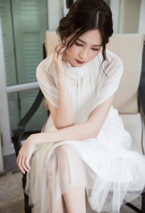 Hoa hậu Thu Thảo hóa cô dâu với váy cưới xuyên thấu - ảnh 2