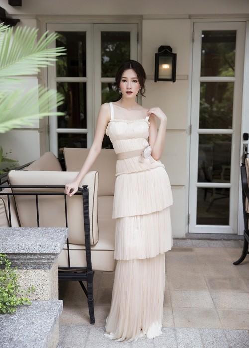 Hoa hậu Thu Thảo hóa cô dâu với váy cưới xuyên thấu - ảnh 3