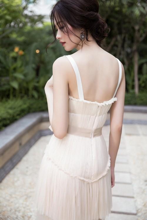 Hoa hậu Thu Thảo hóa cô dâu với váy cưới xuyên thấu - ảnh 4