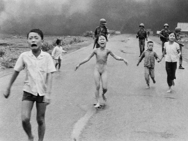 Mark Zuckerberg bị chỉ trích vì xóa bức ảnh chiến tranh Việt Nam - ảnh 1