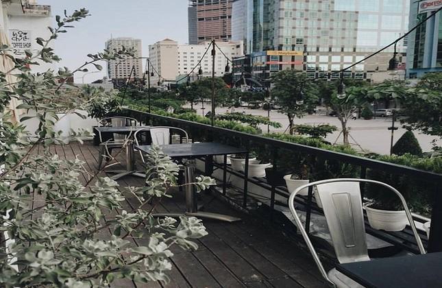 Những quán cà phê chung cư đẹp nhất ngắm phố đi bộ - ảnh 3