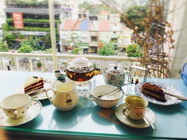 Những quán cà phê chung cư đẹp nhất ngắm phố đi bộ - ảnh 4