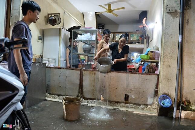 Người Hà Nội lại lội bì bõm sau cơn mưa rào - ảnh 6