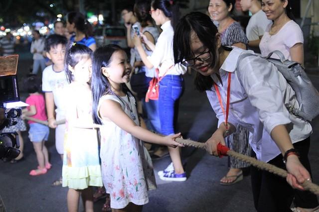 Phố đi bộ tại Hà Nội: Các điểm vui chơi giải trí còn hạn chế - ảnh 1