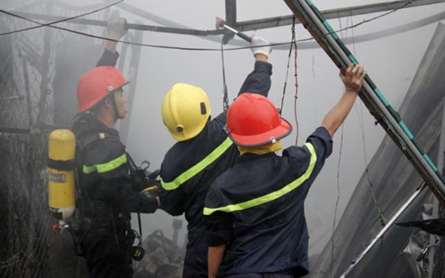 Cháy rụi 4 căn nhà ở làng đại học TP HCM - ảnh 2