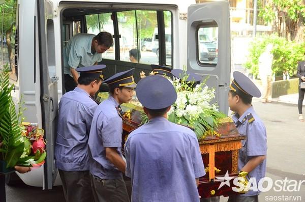 Đám tang đẫm nước mắt của bé trai tử vong do tấm tôn cứa cổ ở Hà Nội - ảnh 14