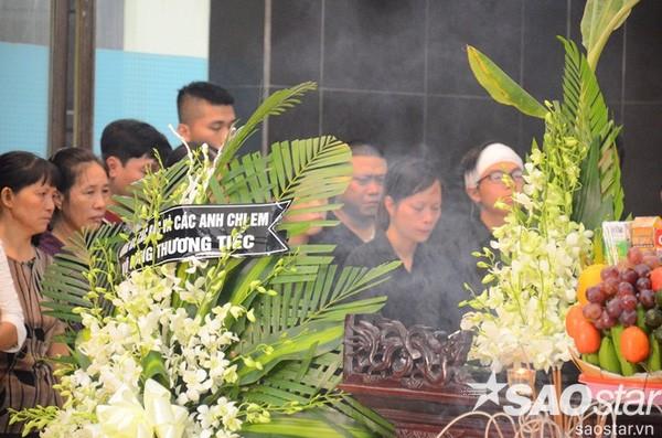 Đám tang đẫm nước mắt của bé trai tử vong do tấm tôn cứa cổ ở Hà Nội - ảnh 4
