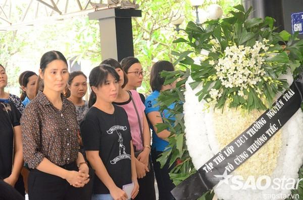 Đám tang đẫm nước mắt của bé trai tử vong do tấm tôn cứa cổ ở Hà Nội - ảnh 6