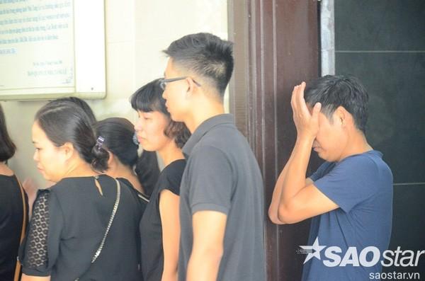 Đám tang đẫm nước mắt của bé trai tử vong do tấm tôn cứa cổ ở Hà Nội - ảnh 8