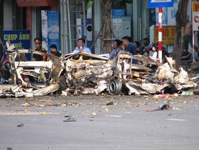 Xe taxi nổ như bom nghi do vị khách ôm mìn tự sát - ảnh 1