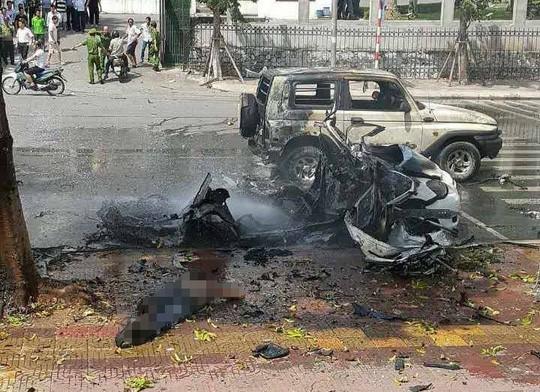 Nhân chứng kể lại phút xe taxi nổ như bom - ảnh 1