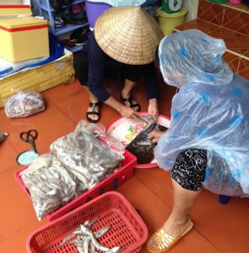 Dịch vụ hải sản 'xách tay' ăn nên làm ra - ảnh 2