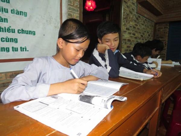 Lớp học tiếng Anh nơi cửa Phật - ảnh 1