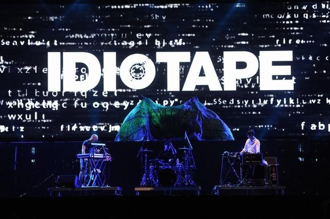 Ca sĩ chính của Scorpions khoác cờ Việt Nam lên sân khấu - ảnh 9