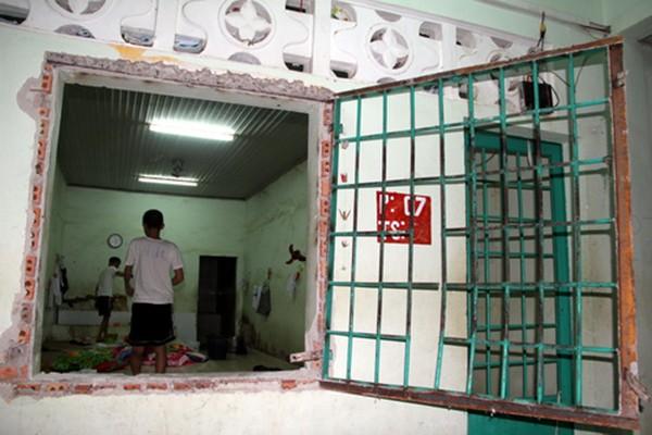 Trung tâm cai nghiện tan hoang sau khi bị hơn 500 người đập phá - ảnh 3