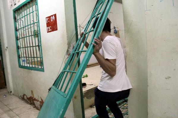 Trung tâm cai nghiện tan hoang sau khi bị hơn 500 người đập phá - ảnh 6