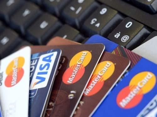 """Nhiều rủi ro """"rình rập"""" thẻ ngân hàng - ảnh 1"""
