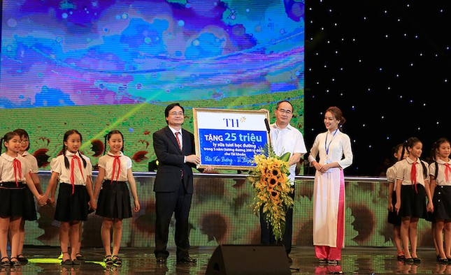 Chương trình 'Sữa học đường – vì tầm vóc Việt' có 'Bà mẹ xã hội' - ảnh 1