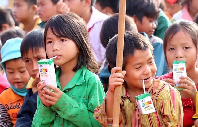 Vinamilk tiên phong mang Chương trình sữa học đường đến với trẻ em Đắk Nông - ảnh 3