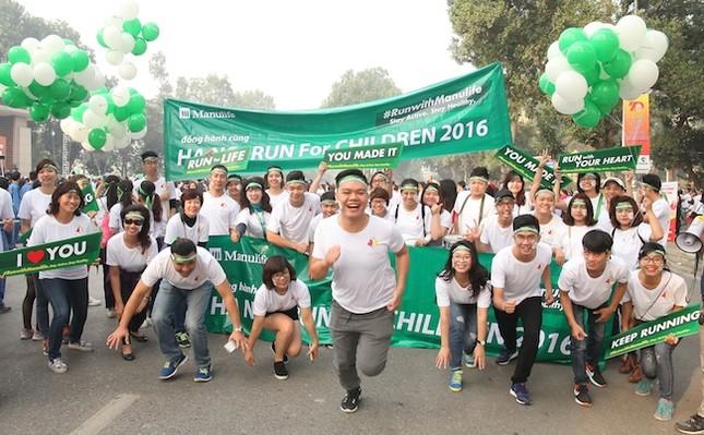 Gần 500 nhân viên Manulife dẫn đầu 'Cuộc chạy vì trẻ em Hà Nội' - ảnh 1