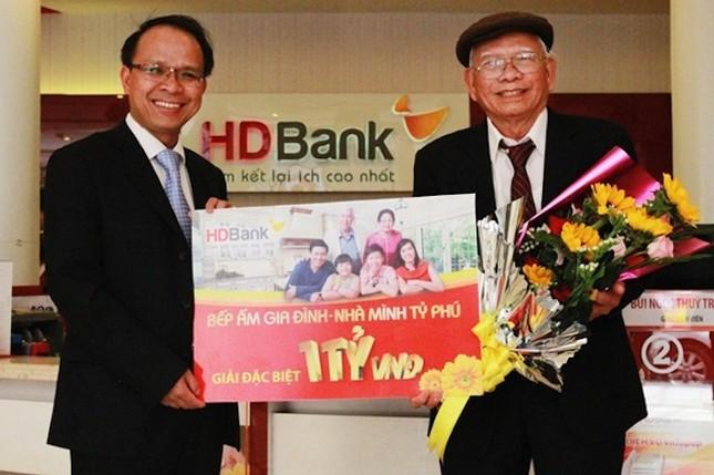 Rước lộc vàng ký khi khai xuân Đinh Dậu cùng HDBank - ảnh 1