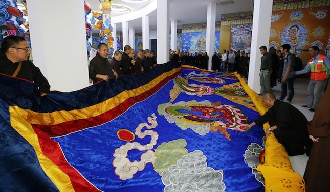 Khai mở bức tranh phật lớn nhất Việt Nam - ảnh 2