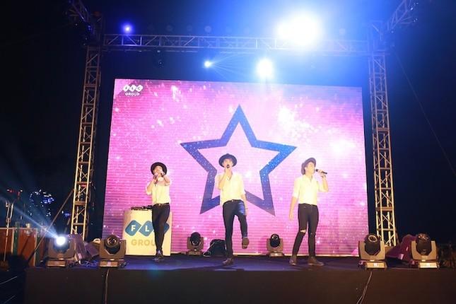 Khán giả Sầm Sơn cuồng nhiệt trong đêm nhạc EDM bãi biển - ảnh 2