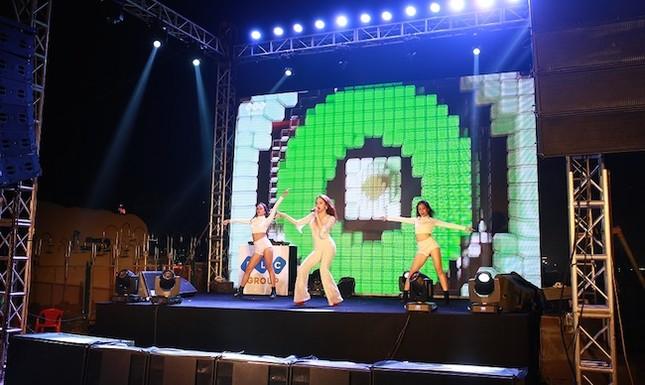Khán giả Sầm Sơn cuồng nhiệt trong đêm nhạc EDM bãi biển - ảnh 3