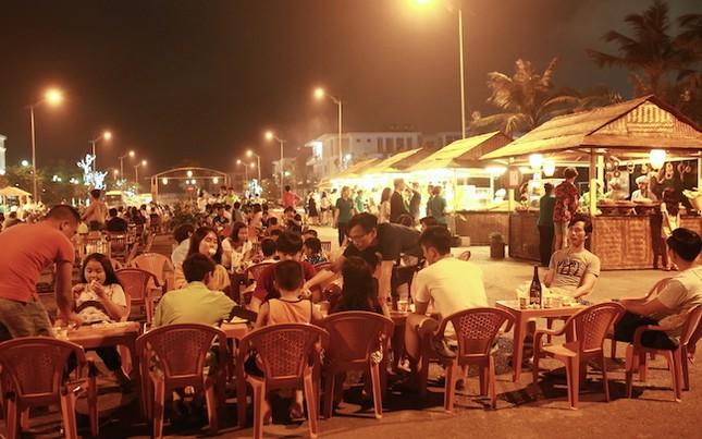 Chợ Quê phố biển đón hàng ngàn lượt khách trong hai ngày khai trương - ảnh 1