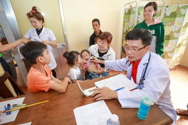2200 trẻ em Bình Phước được khám sàng lọc tim miễn phí - ảnh 2