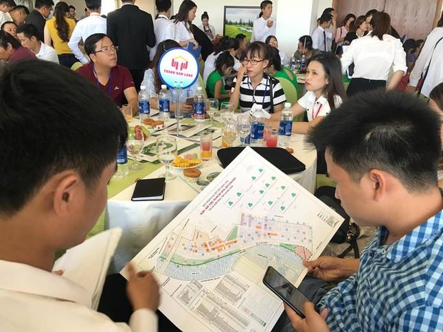 Nhà đầu tư chen chúc mua đất nền khu Nam Đà Nẵng - ảnh 1